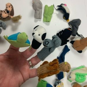 Accessories - Lot of 19 finger animal puppets